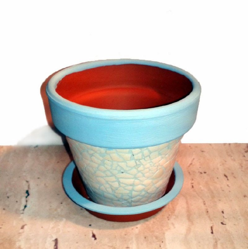 Для декорирвоания яичной скорлупой можно использовать акриловые краски