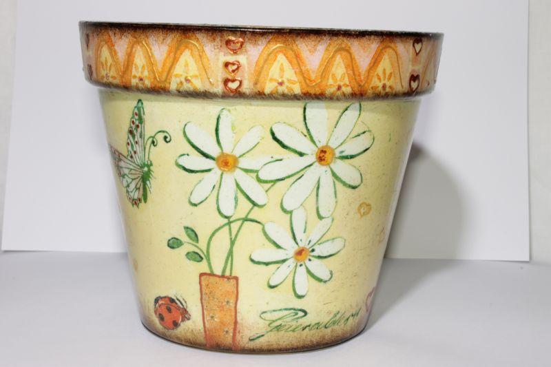 При помощи салфеток можно создавать красивые и яркие цветочные горшки