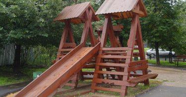 Деревянная горка для детей