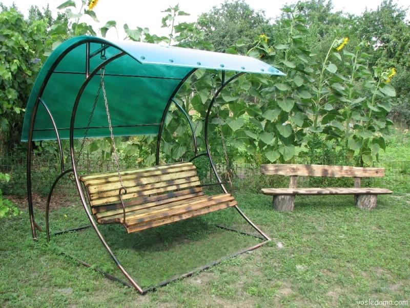 Садовые качели с козырьком
