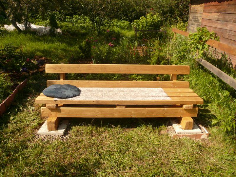 Низкая скамейка для дачи