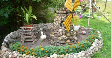 Украсить садовый участок можно декоративной мельницей