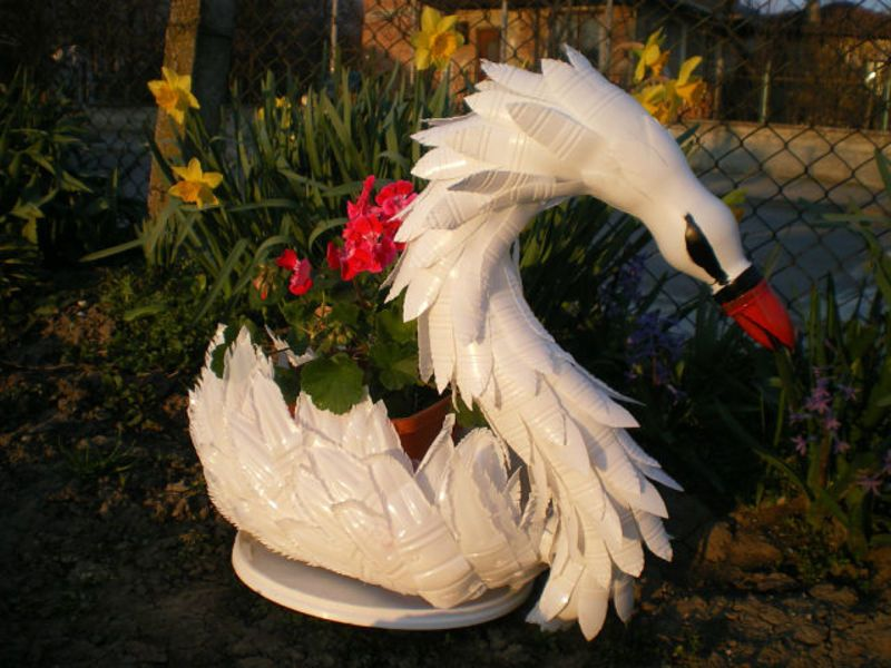 Вазон для цветов в форме лебедя