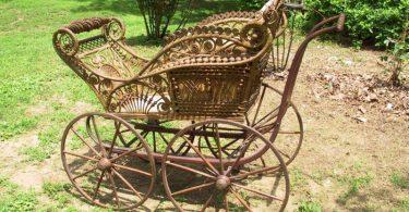 С помощью плетенной мебели можно украсить дачу