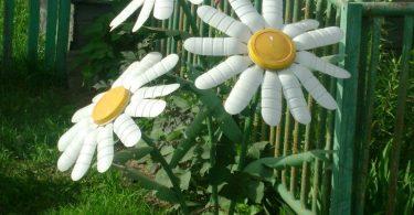 Красивые цветы для сада можно сделать из пластиковых бутылок