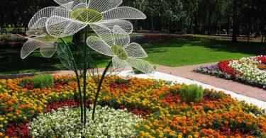 Скульптура должна гармонировать со стилем сада
