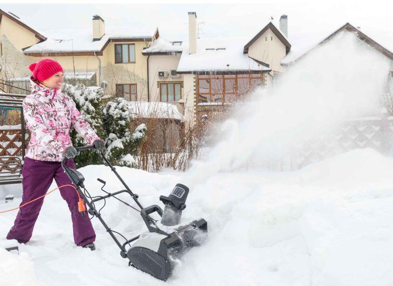 Снегоочиститель можно изготовить в домашних условиях из подручных материалов