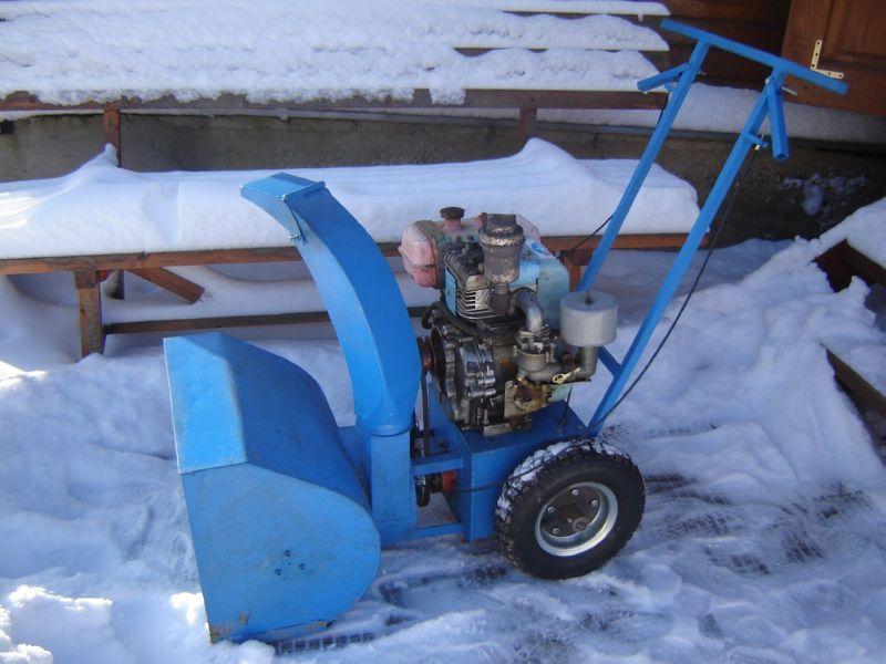 Снегоуборщик можно сделать из бензопилы или мотоблока