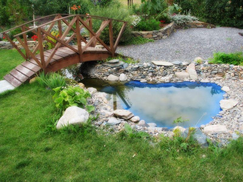 На даче можно создать красивый водоем
