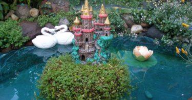 Красивый пруд с замком
