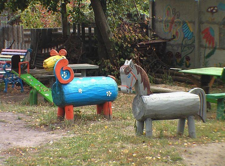 лошадки на площадке