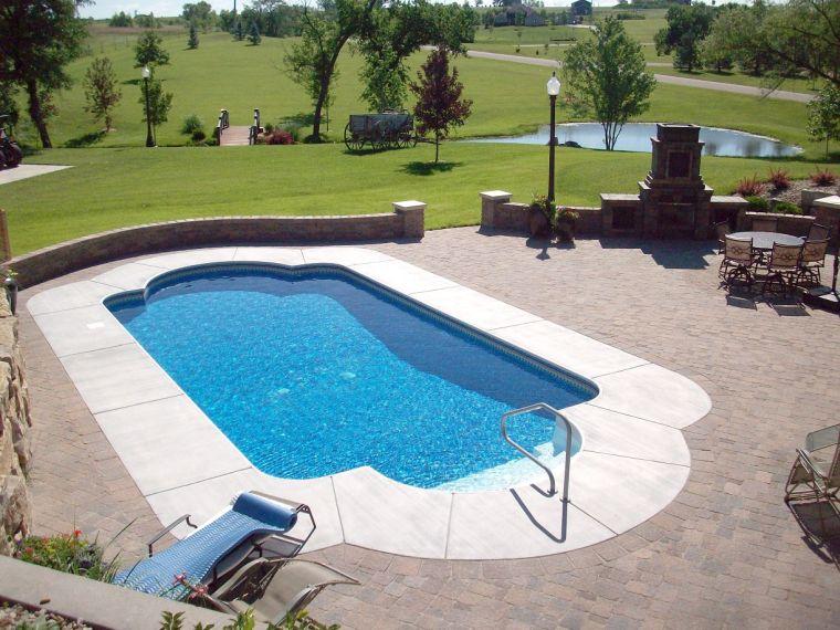 Патио у бассейна
