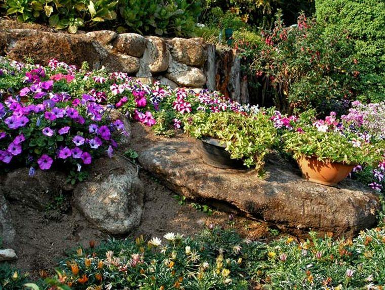 Стенка в саду