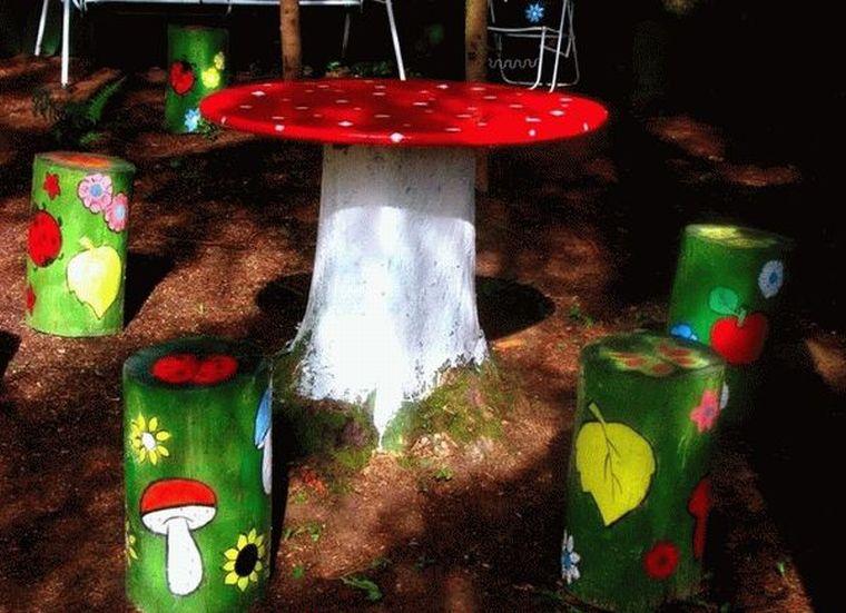 столик из больших бревен