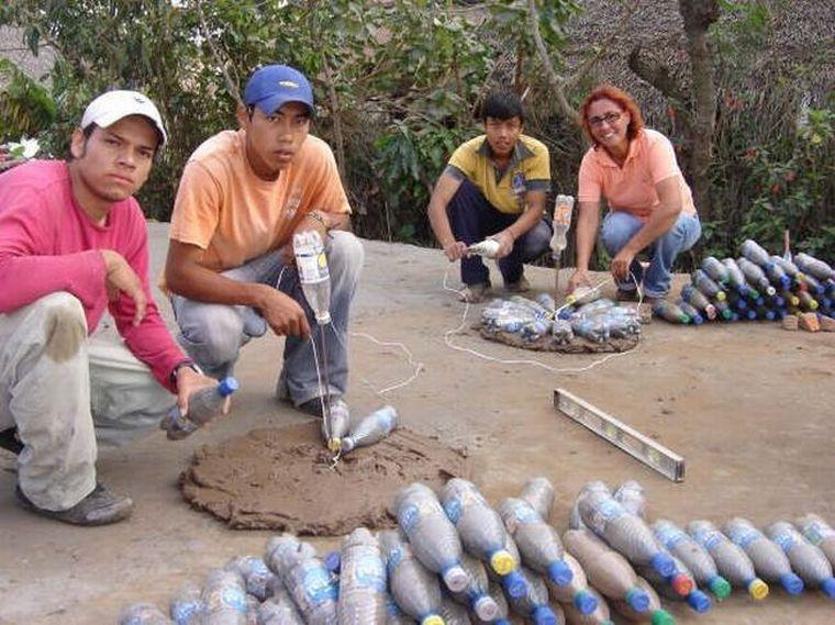 Наполняем все бутылки песком