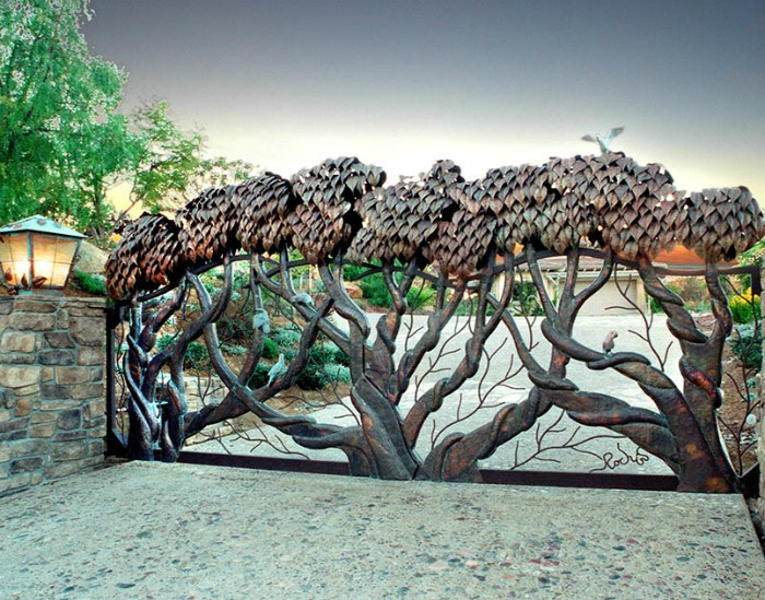 Дерево как элемент ковки
