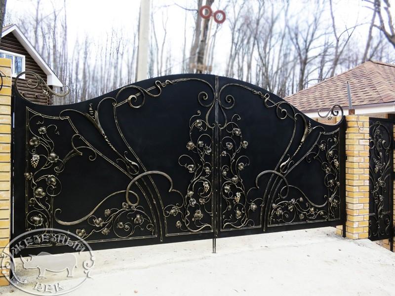 Кованые ворота с виноградной лозой