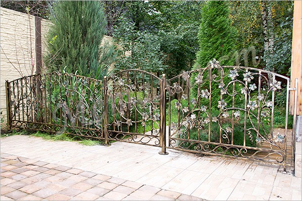 Кованые ворота с лозой