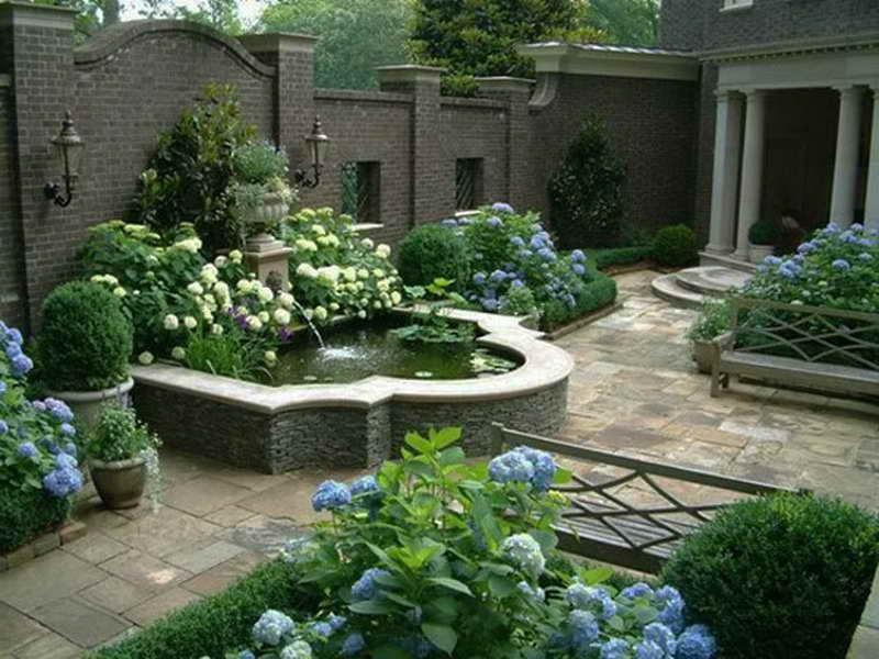 Как оформить водоем на заднем дворе