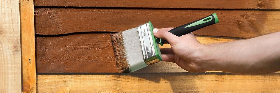 Как правильно красить забор из дерева