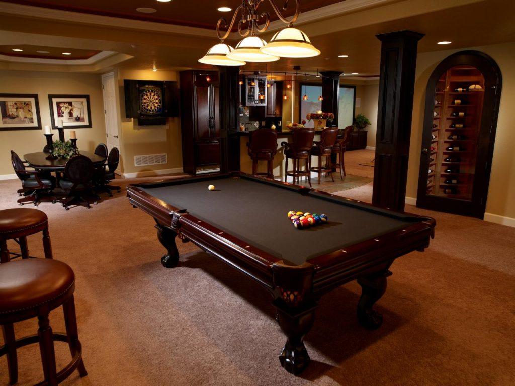 Обустройство зоны отдыха в цокольном этаже: бильярдная, бар