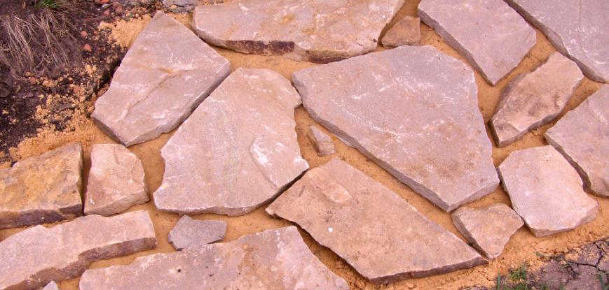 Как сделать дорожку из природного камня