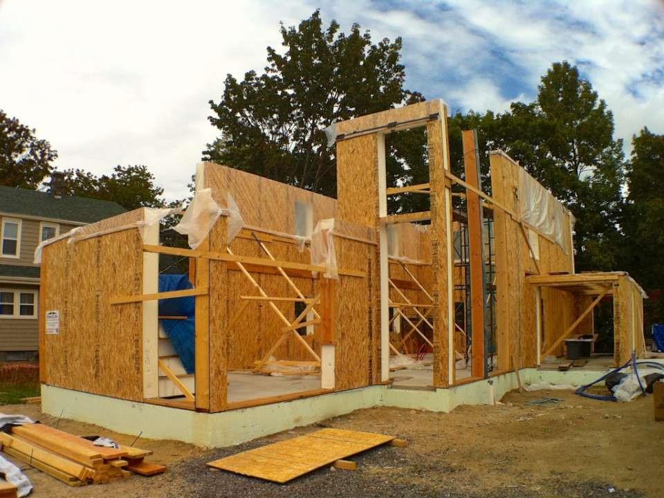 Из чего лучше строить дом своими руками 94