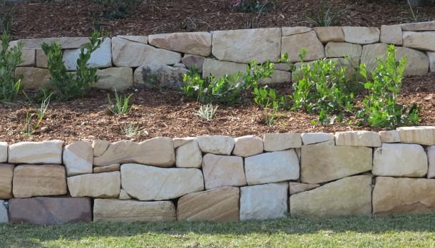 Виды подпорных стенок на участках с уклоном, основные правила их создания