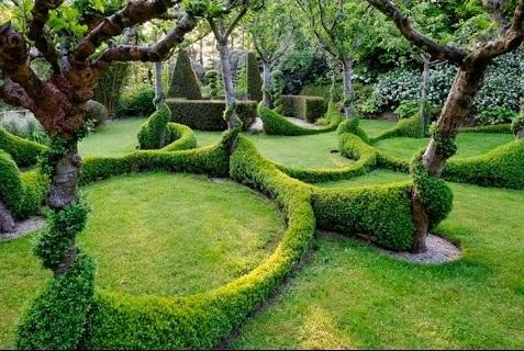 Интересное оформление сада