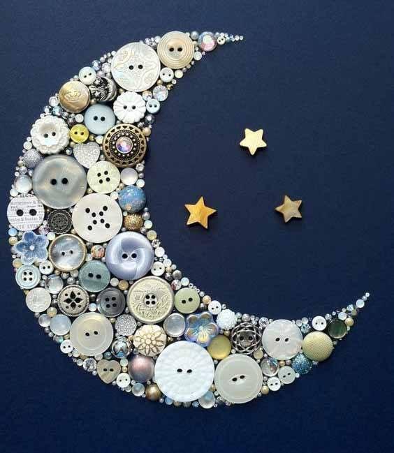 Луна из пуговиц