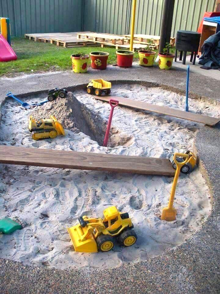 Детская песочница из бетона