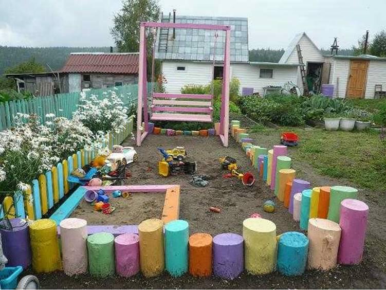 Детская площадка из бревен
