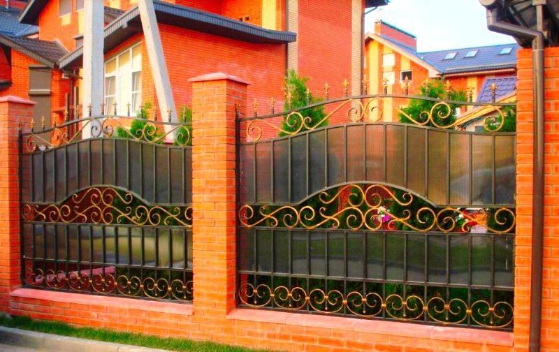 Забор с поликарбонатом