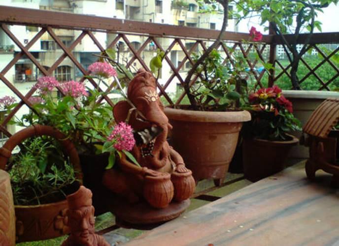 Декоративные фигуры на балконе