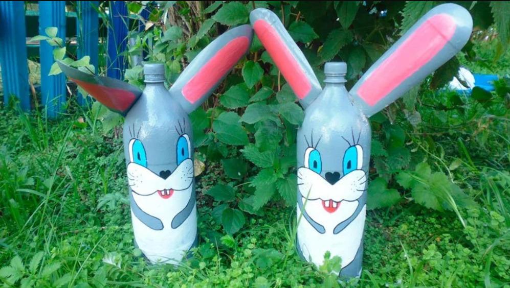 Заяц из бутылок