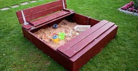 Песочница со скамейками-крышкой