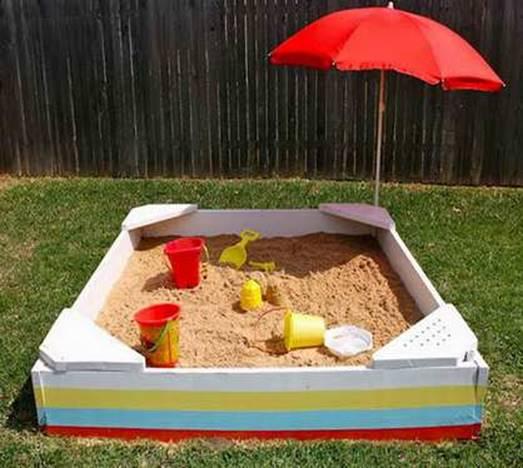 Песочница с пляжным зонтиком