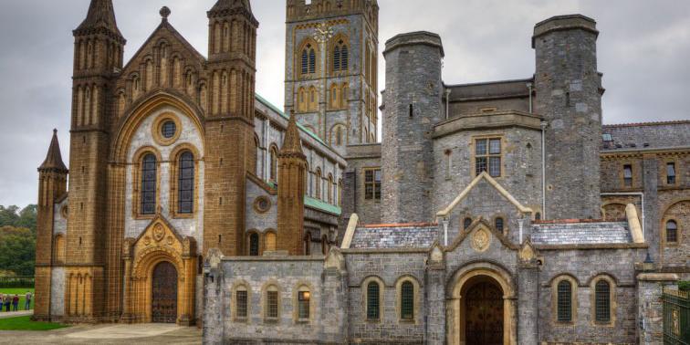 аббатство Бакфаст в Англии
